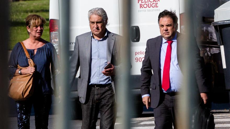 "La jueza investiga el ""traje a medida"" del PSPV de Benidorm a Crespo Gomar"