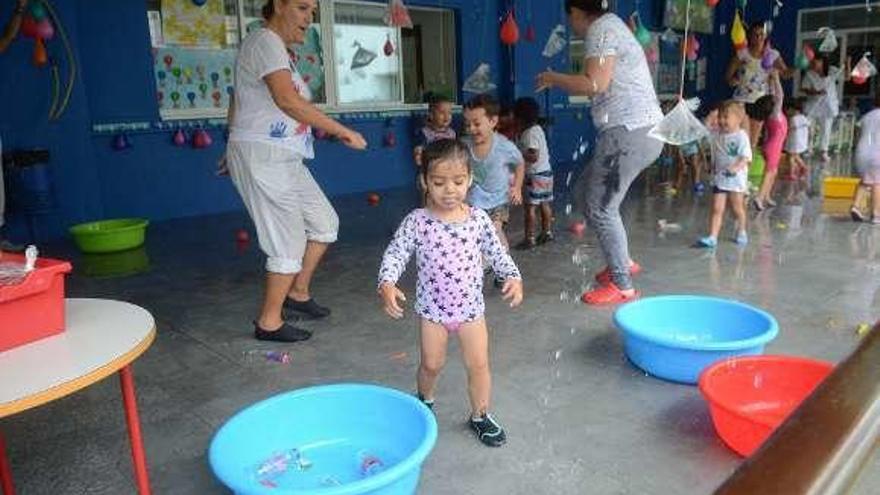 La fiesta del agua empapa la mañana de la guardería
