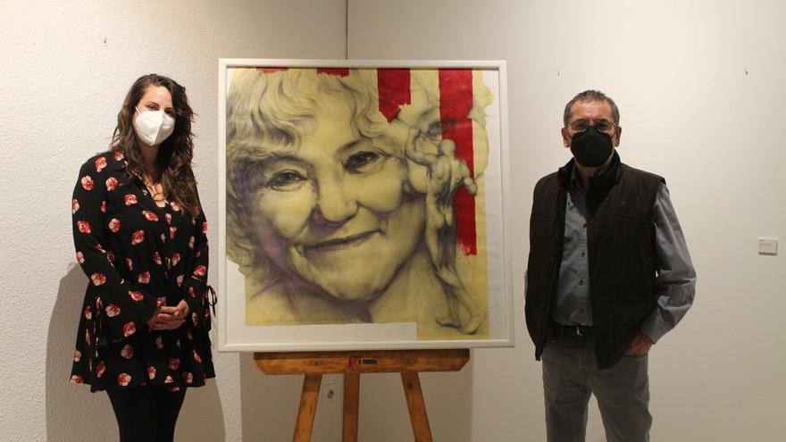 Joan Castejón dona a Villena el retrato de la poetisa Isabel-Clara Simó