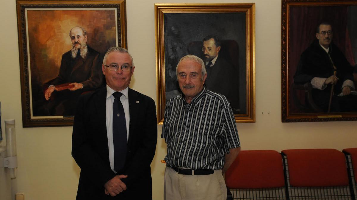 Muere José María Falgas, el artista que completó la galería de Rectores de la UMU