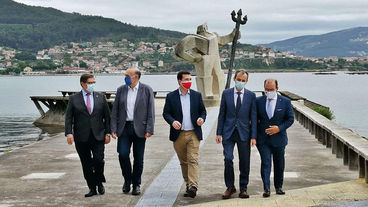 Pedro Duque (segundo dcha.) con Caballero (centro) y los rectores Abalde, Reigosa y Antonio López.
