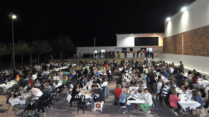 Les Useres degusta 'tombet' en la Festa de la Figa