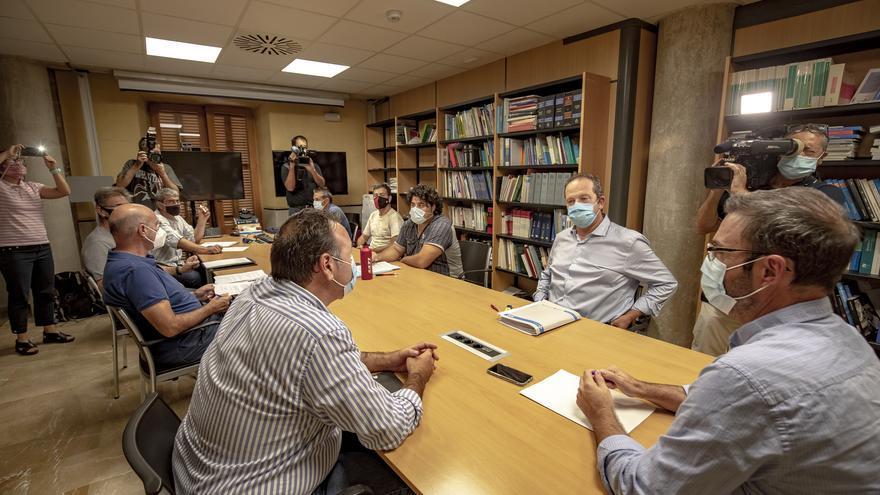 Conflicto laboral en la EMT: Reunión en Cort del comité de empresa de la EMT con el alcalde de Palma, José Hila