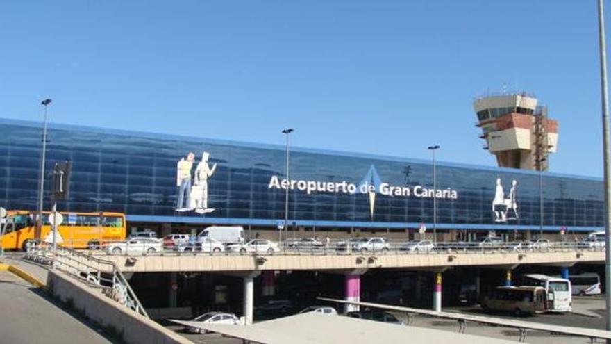 Roba una mochila con 400 euros en el Aeropuerto de Gran Canaria