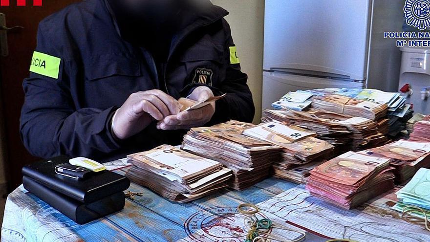 2.300 conductors circulen amb carnet «il·legal» per la trama de falsificacions