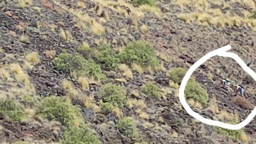 Imprudencia en Las Teresistas: intentan subir la ladera en cholas