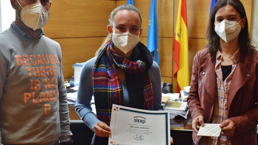 La sierense Inés López, premio fin de grado en Náutica