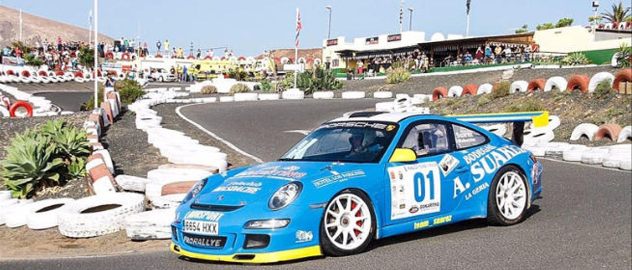 Toñín Suárez-Moisés Robaina (Porsche 911 GT3), en el karting de Lanzarote.