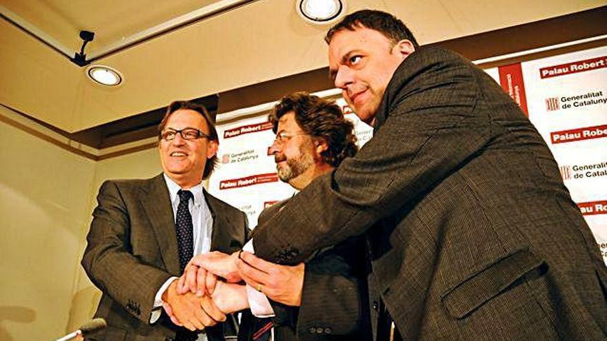 Signatura de l'acord de la federació universitària a Barcelona