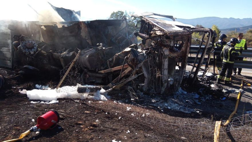 Un camionero de Pontevedra fallece al arder su camión en un accidente en Ponferrada
