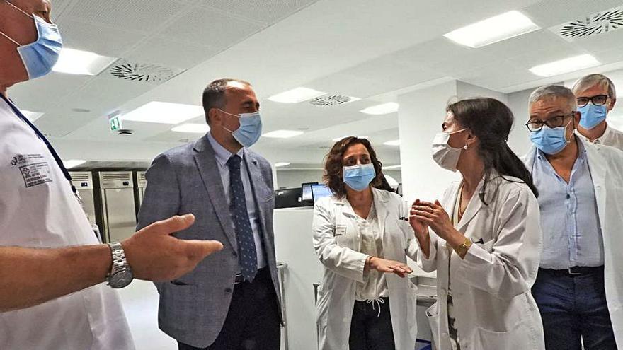 12.800 test por hora en el nuevo laboratorio del hospital, que procesa un 30% más rápido