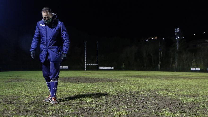 El Oviedo Rugby pide colaboración entre administraciones para sacar a sus 250 jugadores del barro