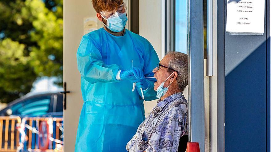 Los contagios por coronavirus se disparan en la provincia de Alicante y alcanzan los 642 nuevos casos en un día