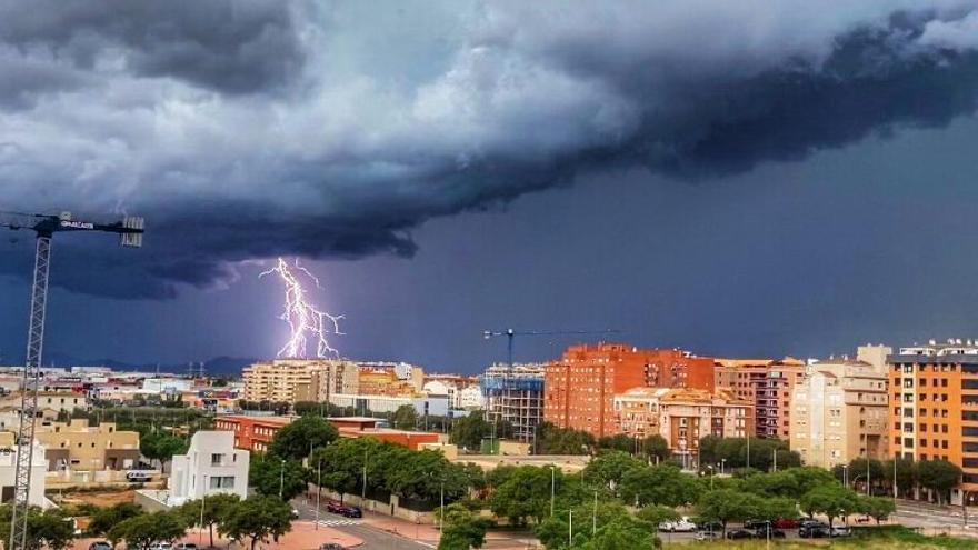 Una tormenta eléctrica ha azotado Castellón