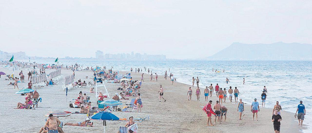 Una playa de Gandia, en una imagen tomada este verano.