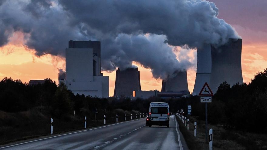 Las emisiones globales de CO2 cayeron un 5,8 % en 2020, el mayor descenso desde la Segunda Guerra Mundial