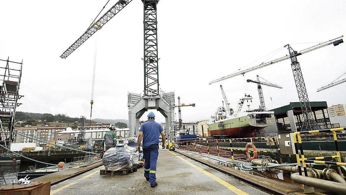 Trabajador del astillero de Nodosa en Marín