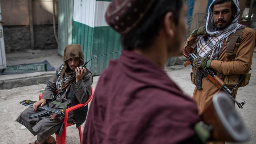 """Los talibanes cuelgan en plazas de Herat los cuerpos de cuatro secuestradores para """"dar ejemplo"""""""