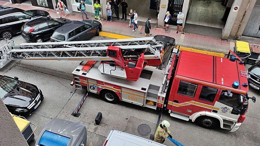 Los bomberos acuden a la calle Novoa Santos por una olla olvidada al fuego