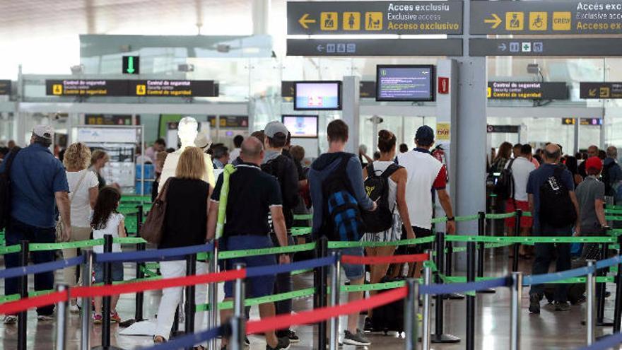 La huelga se acerca a los aeropuertos de Levante de la mano de Prosegur
