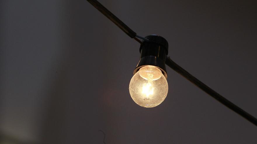 ENCUESTA | ¿Cree que el Gobierno central debería controlar más el precio de la luz?