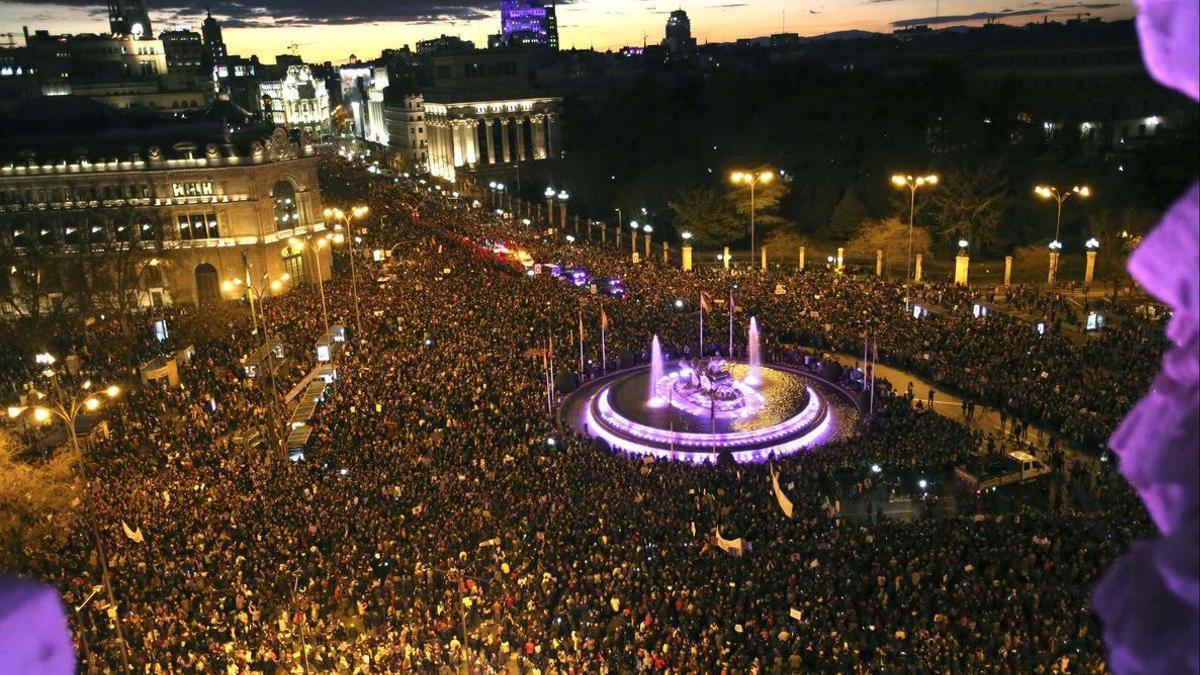 Imagen aérea de una manifestación del Día de la Mujer en Madrid.