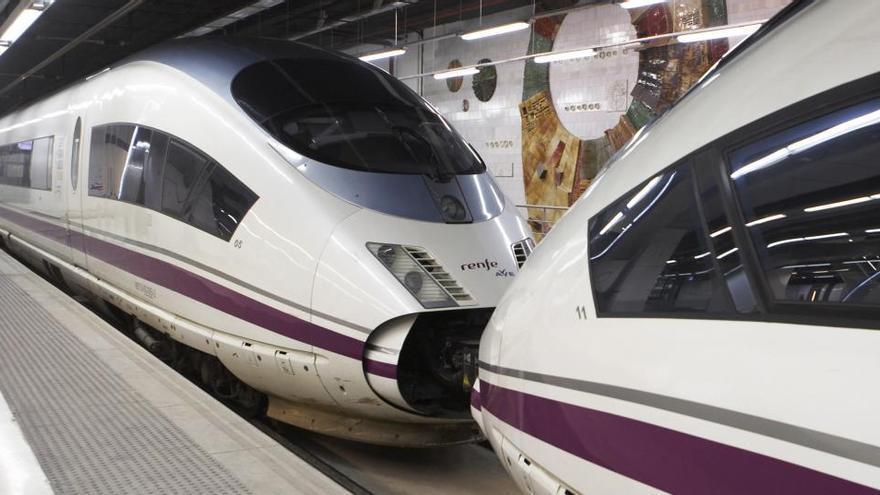 """""""Actos vandálicos"""" en dos AVE y otros trenes causan cortes en la red ferroviaria catalana"""
