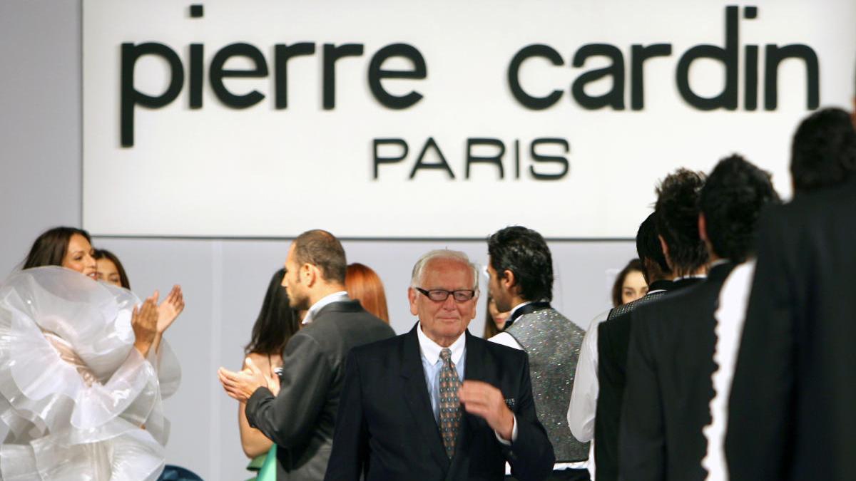 Una imagen de Pierre Cardin durante un desfile.