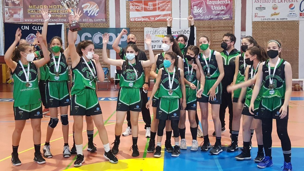 El Gestión y Calor Cordobasket, tras proclamarse campeón andaluz infantil femenino.