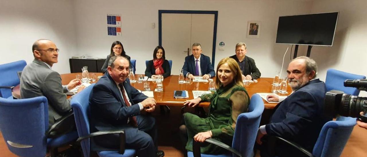 Rafa Climent, reunido ayer con miembros del Gobierno vasco.