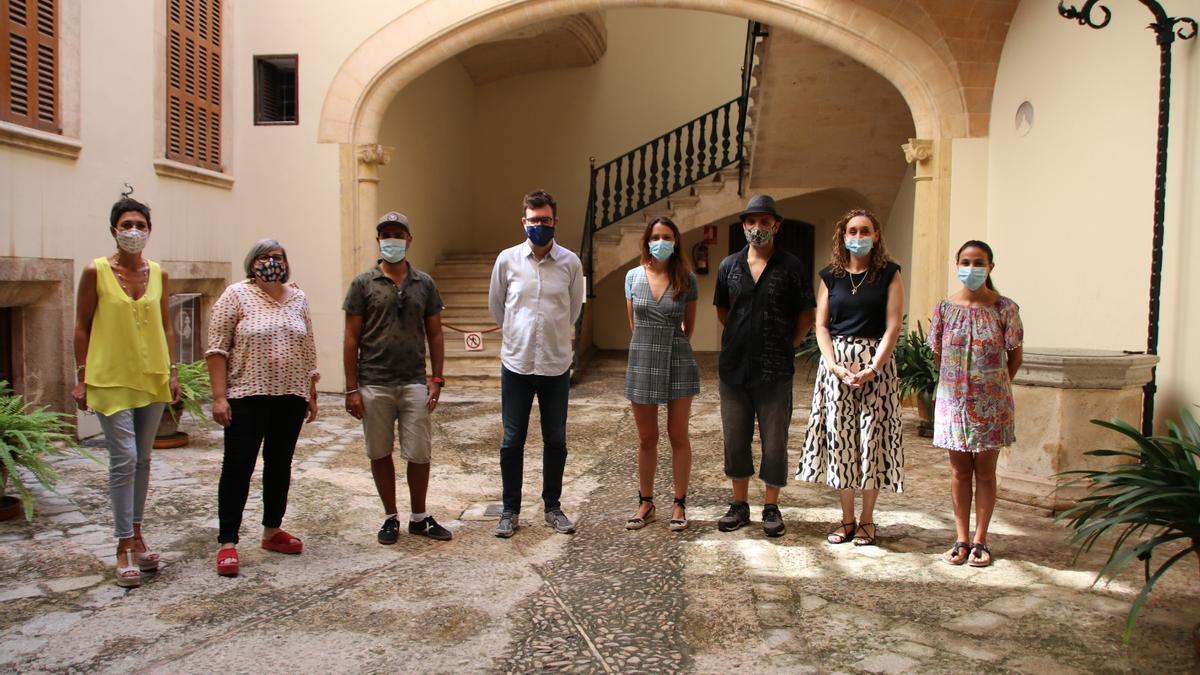 La presentació de la Jornada d'Art Urbà a Son Güells va tenir lloc a Can Oms.