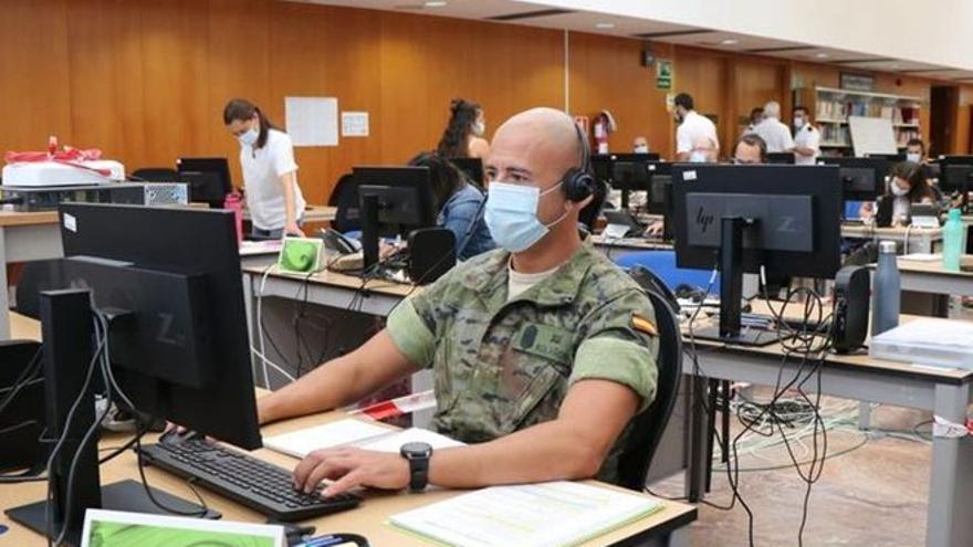 """Canarias pide 26 rastreadores militares ante un posible """"incremento explosivo"""" de contagios de covid"""