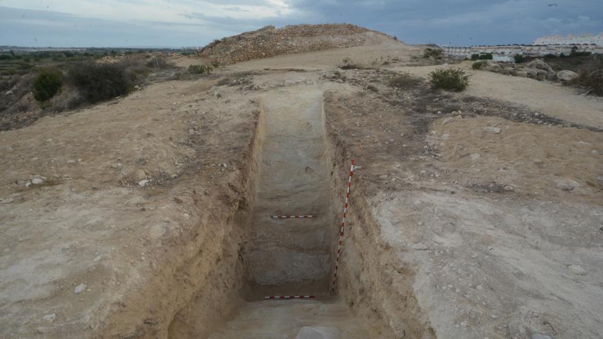 Hallan intacto el foso defensivo del yacimiento fenicio de Guardamar