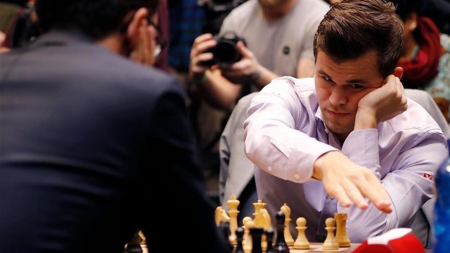 Carlsen retiene el título tras fulminar a Caruana en las partidas rápidas (3-0)