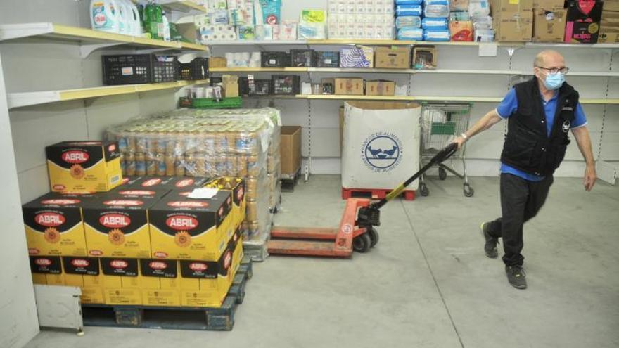 El Banco de Alimentos ya repartió 1,1 millones de kilos este año, un 12% más, y no cerrará en agosto