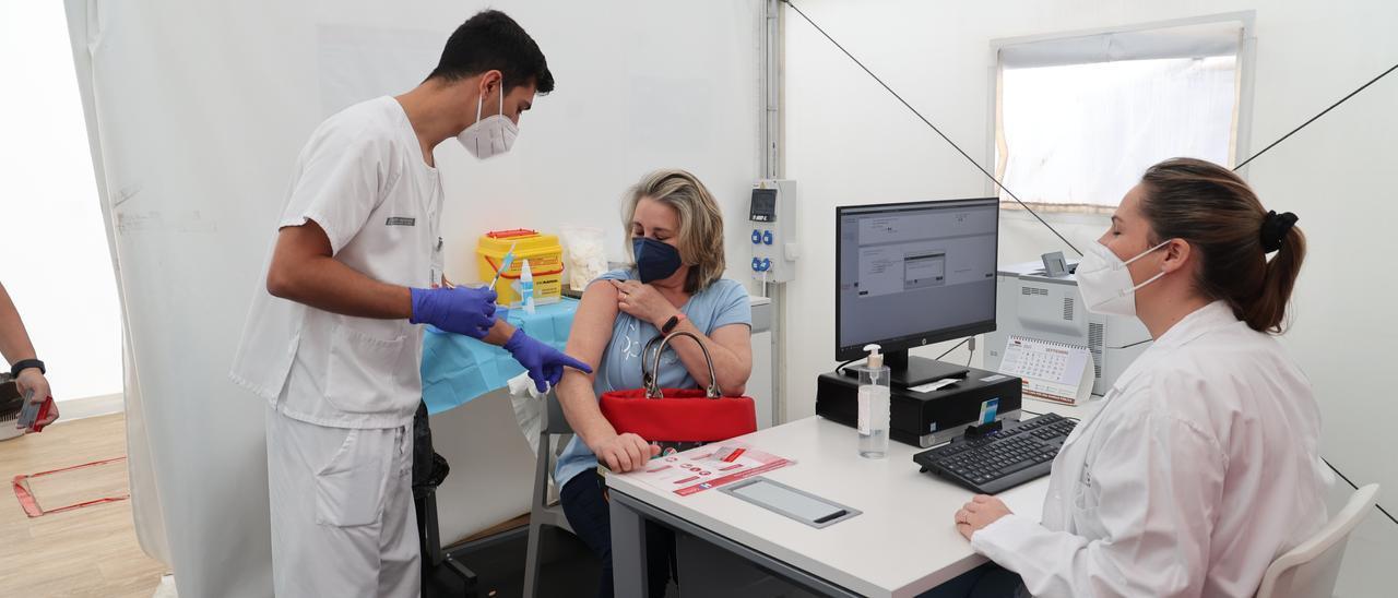 Unas 400 personas de alto riesgo han acudido este miércoles al Hospital General de Castellón