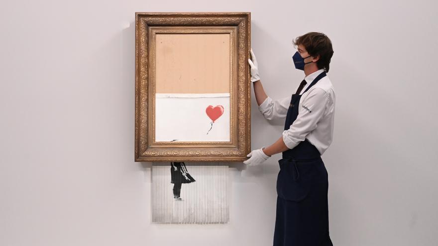 Subastan una edición singular de la obra 'Niña con globo' firmada por Banksy