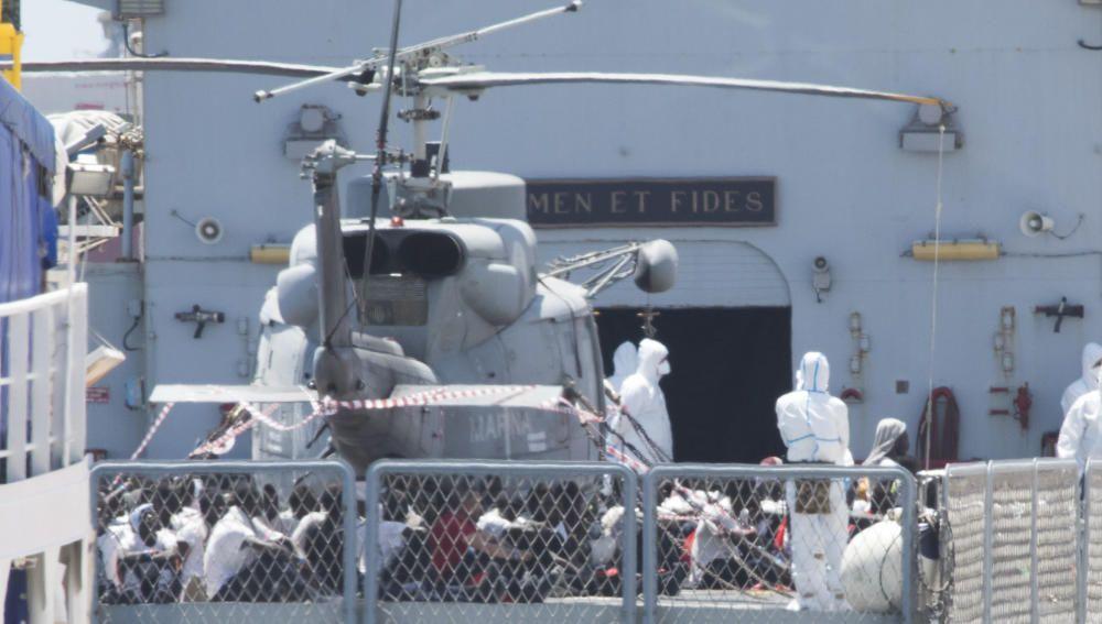 El barco ''Orione'' a su llegada al Puerto de València.
