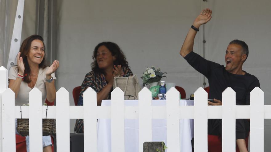 Luis Enrique se divierte en el hípico de Gijón