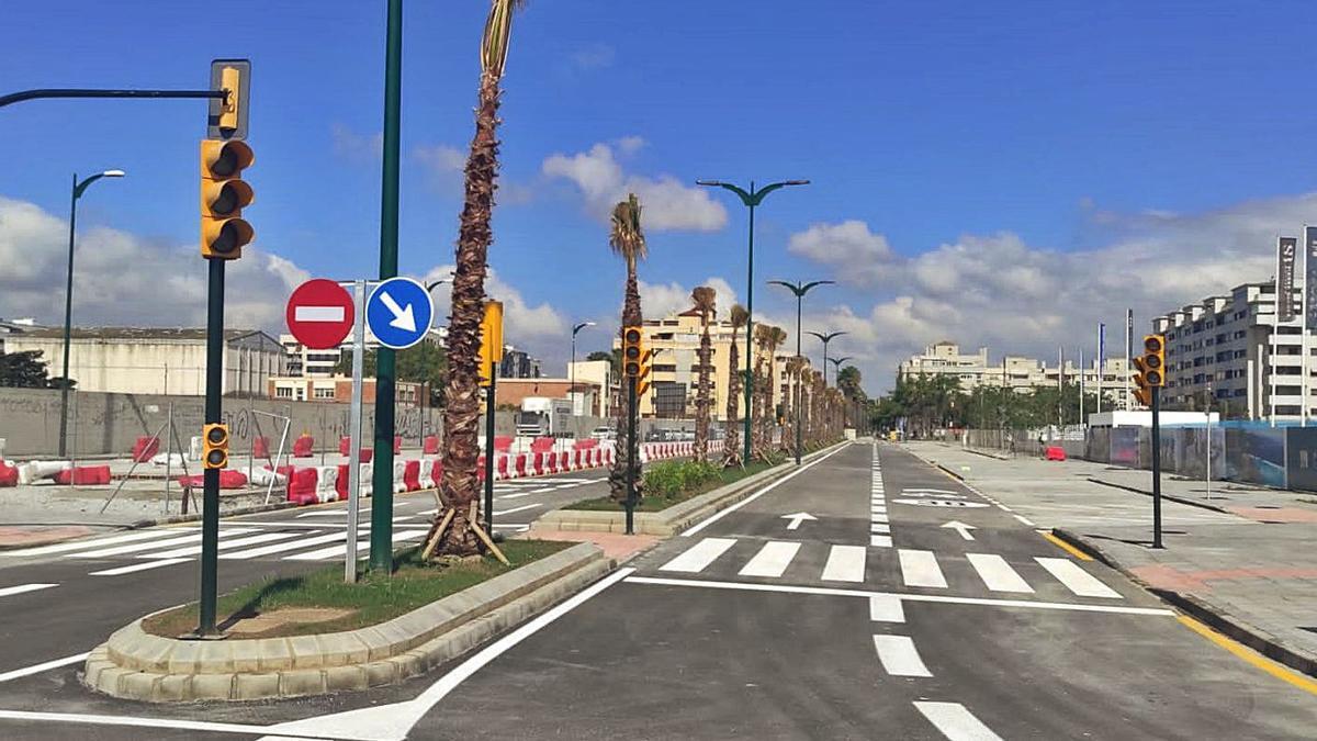 Imagen de la avenida abierta ya al tráfico tras haber estado años cerrada. | L.O.