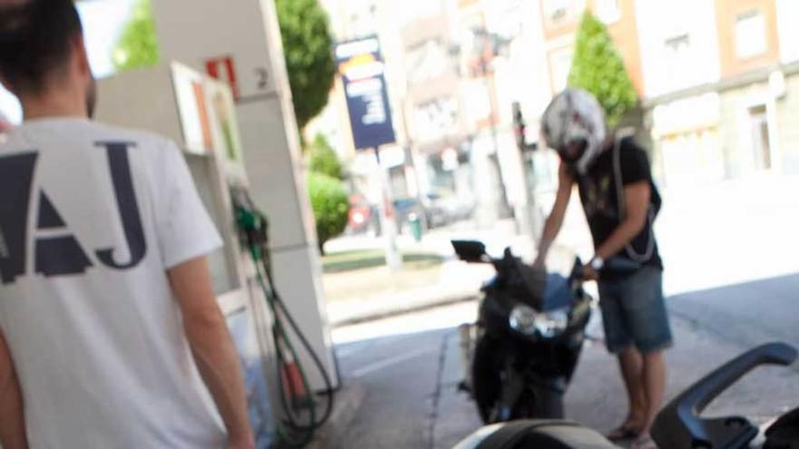 """Las gasolineras instan al Principado a suprimir el """"céntimo sanitario"""" como Navarra"""