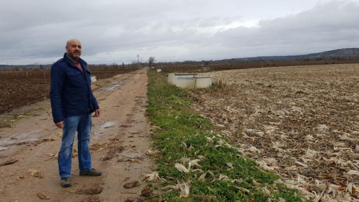 Presidente del canal Toro-Zamora en un camino rural.