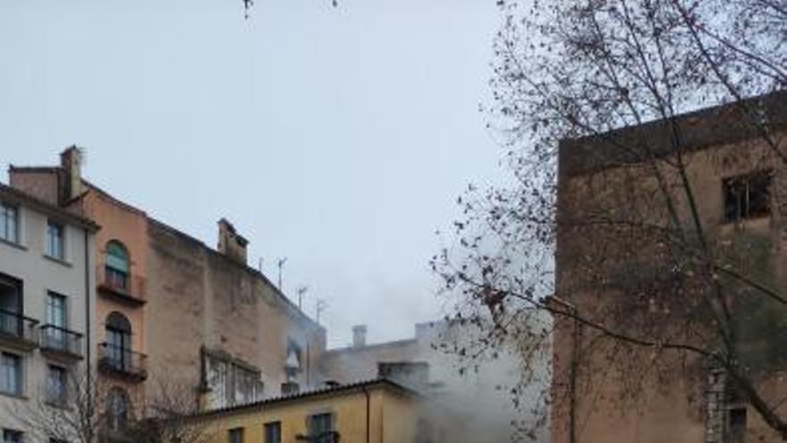 Una fregidora provoca un incendi al König del   costat del Cul de la Lleona