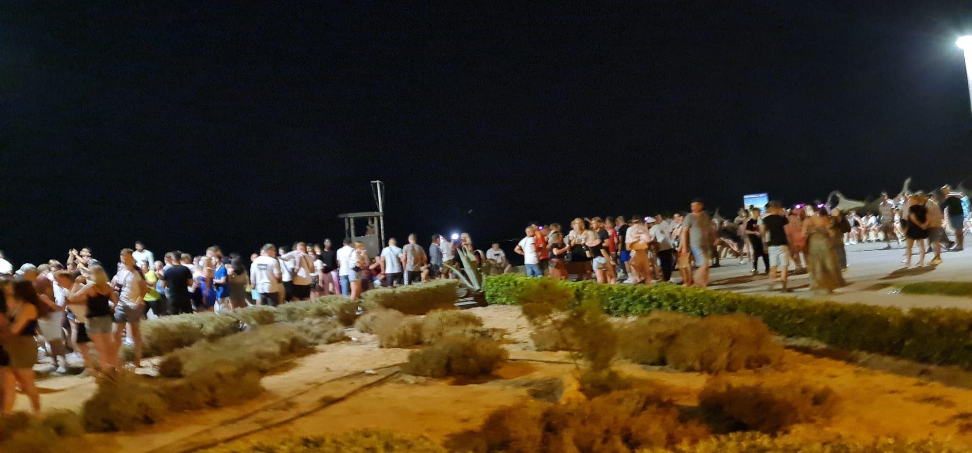 Nuevo botellón en Platja de Palma pese a las restricciones