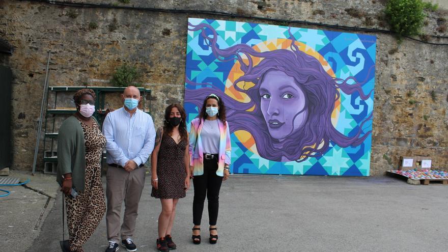 Castropol se une contra la violencia machista e inaugura un mural