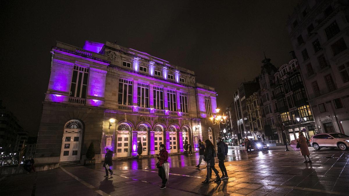 El Campoamor, en Oviedo, iluminado de violeta con motivo de la celebración del Día Internacional contra la Violencia Machista