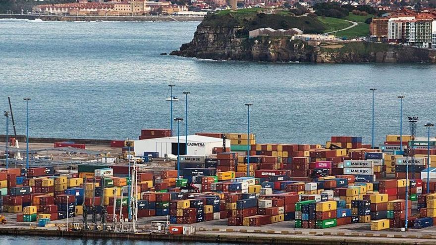 La naviera suspende la línea de contenedores de Gijón a Inglaterra