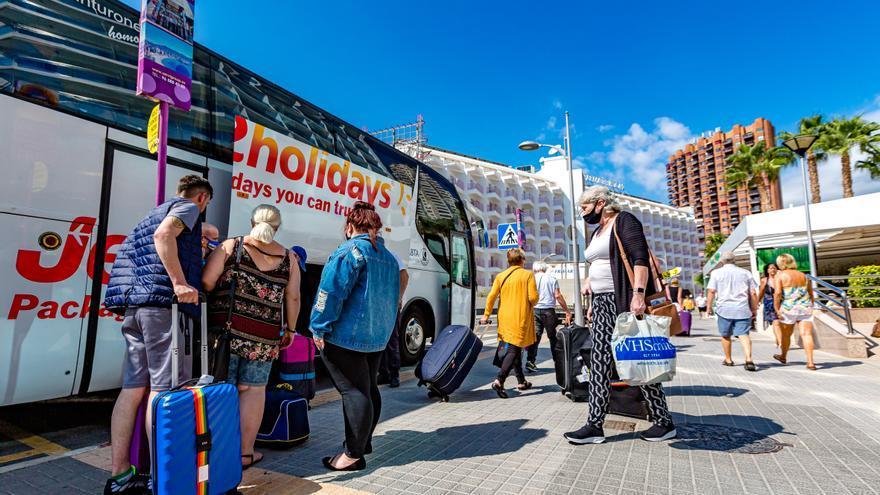 Hosbec exige al Consell que se olvide de la tasa turística y deje de machacar al sector