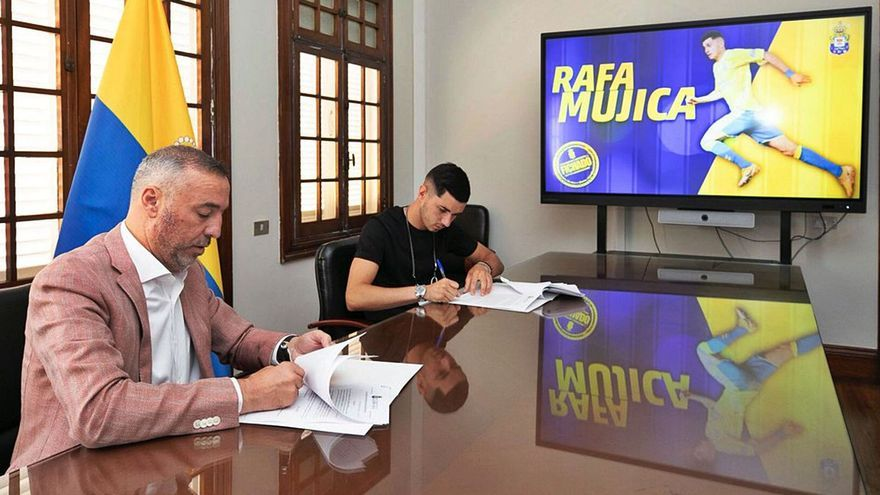 La UD acelera por Rafa Mujica y firma al jugador por un año