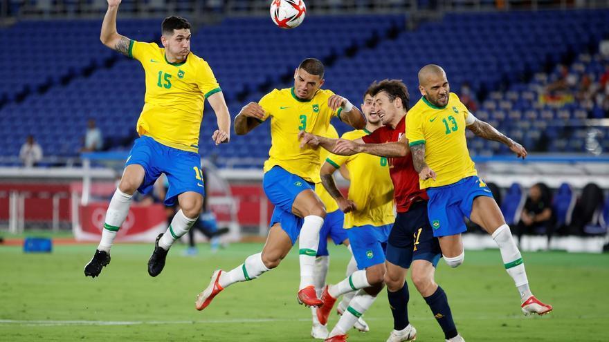 España no consigue arrebatar el oro del fútbol a Brasil